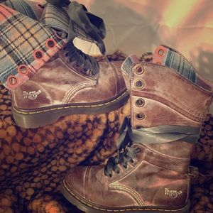 DR. MARTEN's Triumph Plaid Boot - W's 6